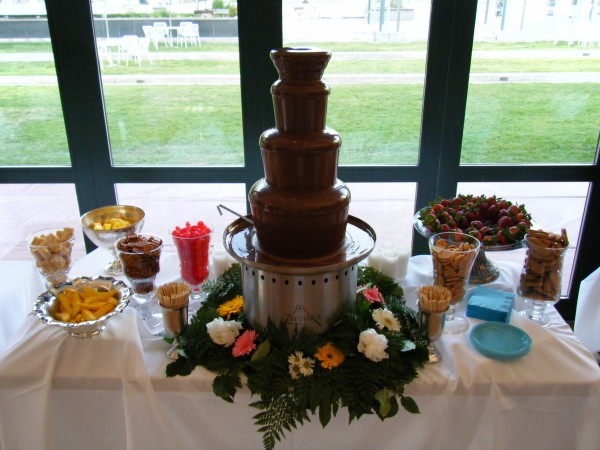 how to do a chocolate fountain at a wedding