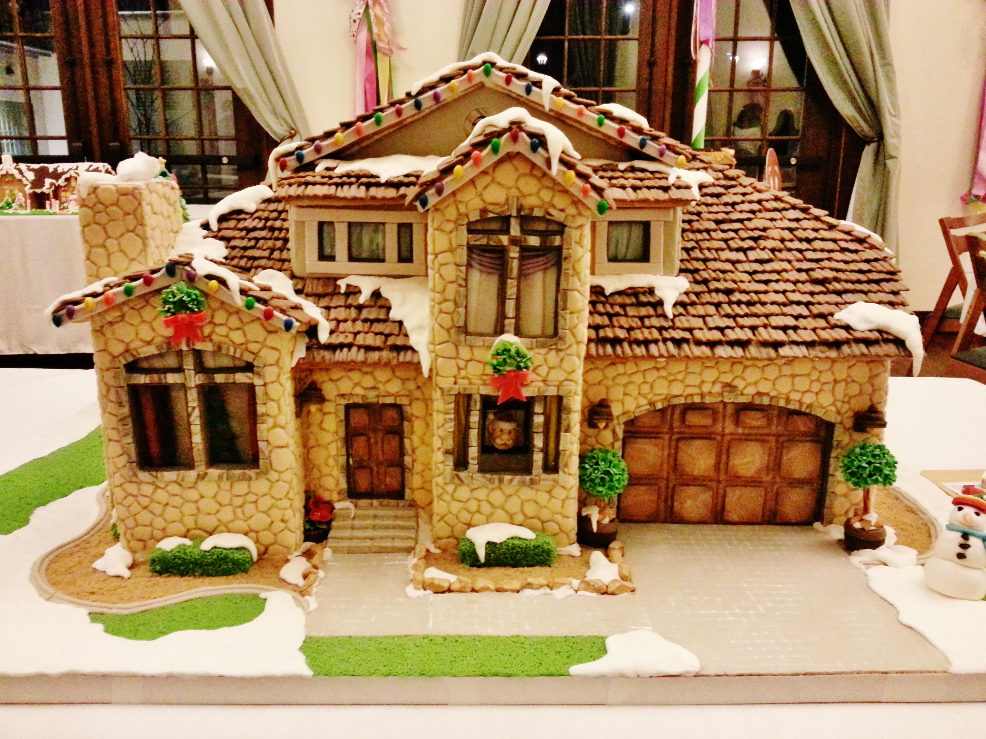 12 Best Gingerbread Houses & Castles for the Holidays - CandyStore.com