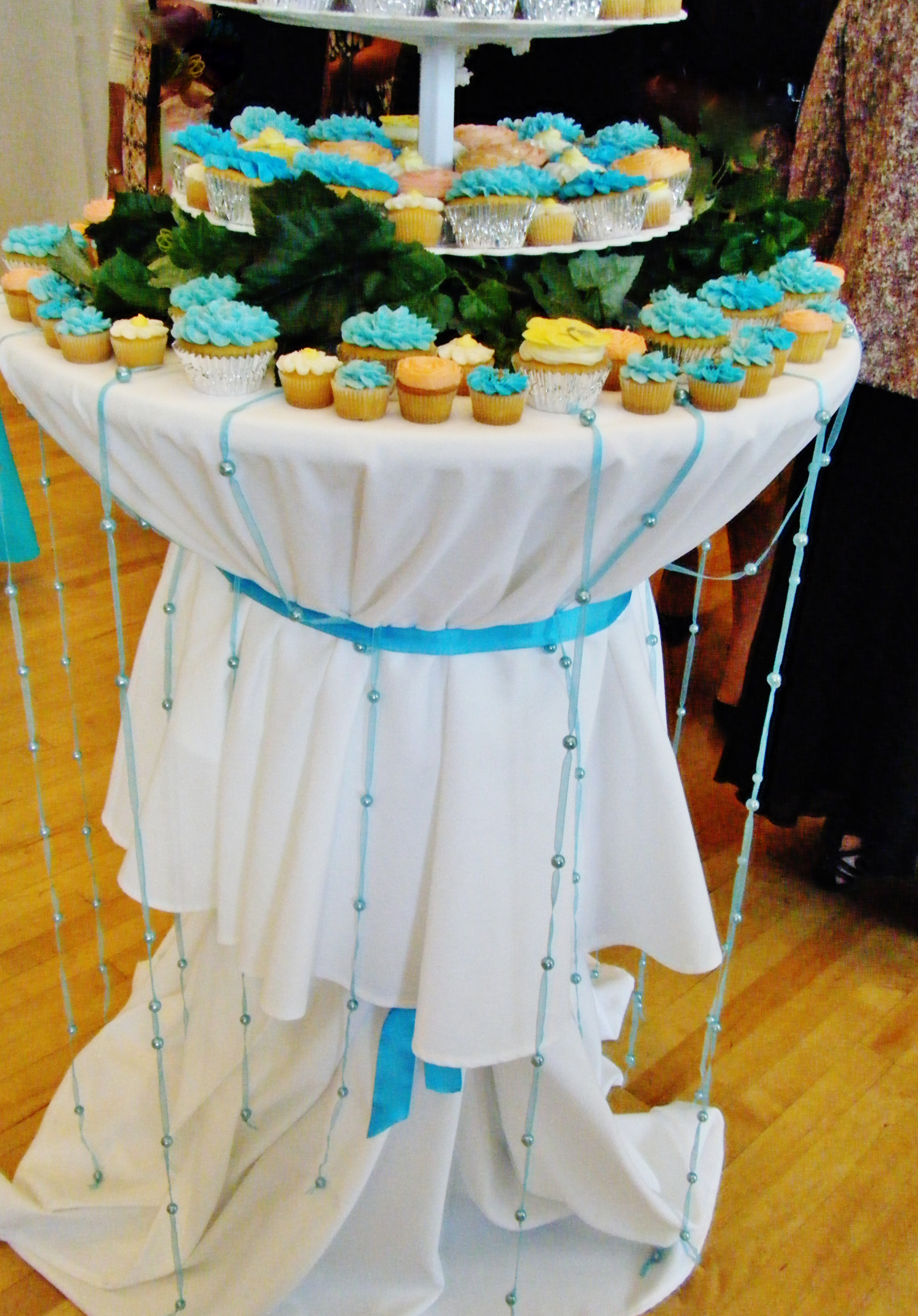 how to decorate a wedding cake table how to decorate a table for a wedding cake 15660
